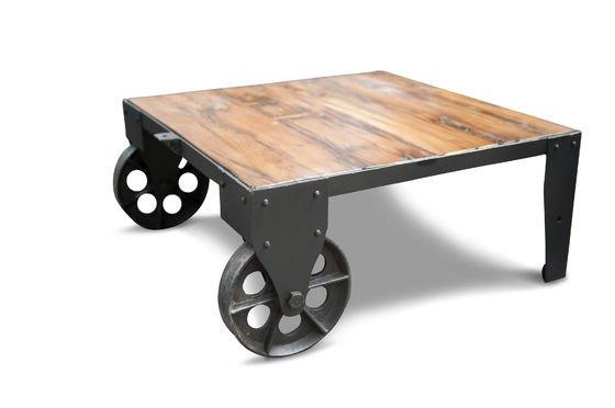 Tavolino da salotto stile carrello su rotaia Foto ritagliata