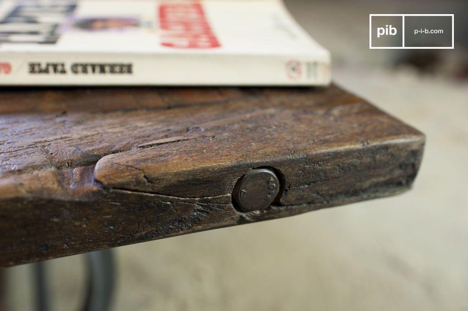 Il tavolino da salotto Tonnel è un pezzo di arredamento bellissimo; un degno rappresentante dello