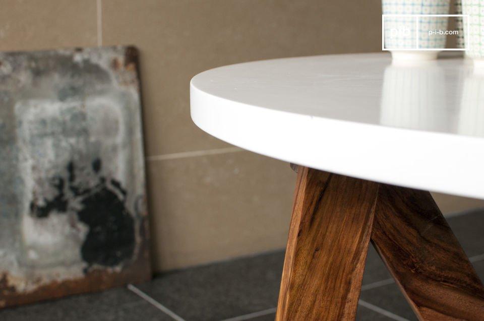 Il contrasto legno/bianco è particolarmente elegante e piacevole