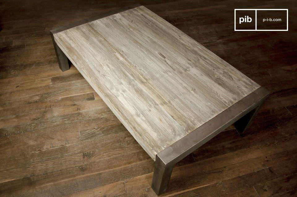 Grazie alla raffinata combinazione di legno teak e metallo