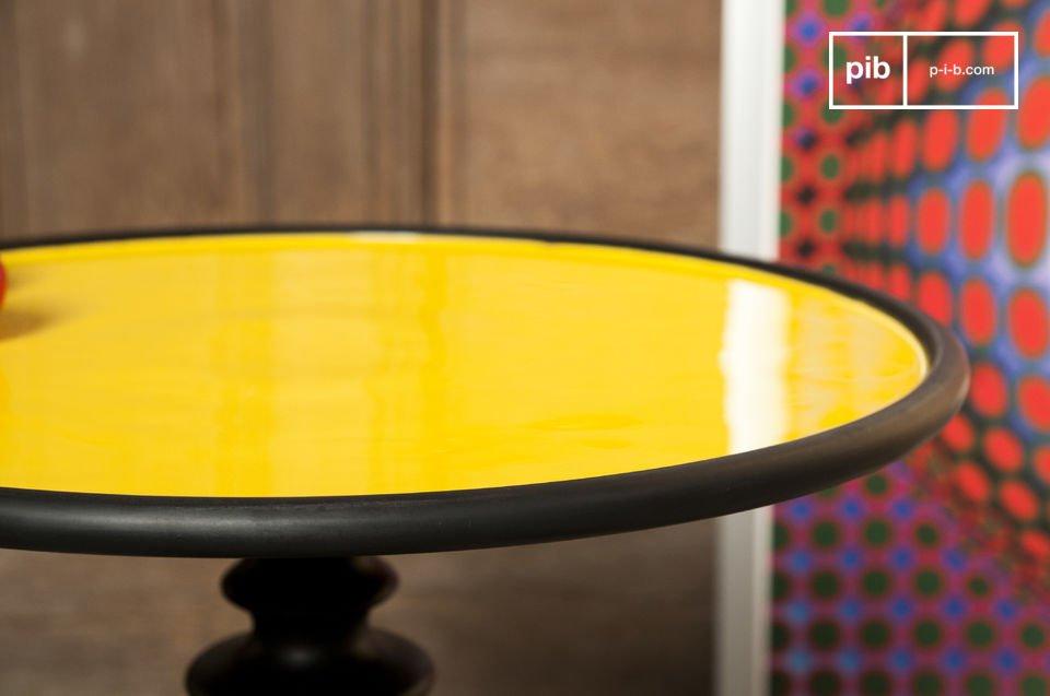 Tavolino con un tocco decorativo molto alla moda, disponibile in diversi colori