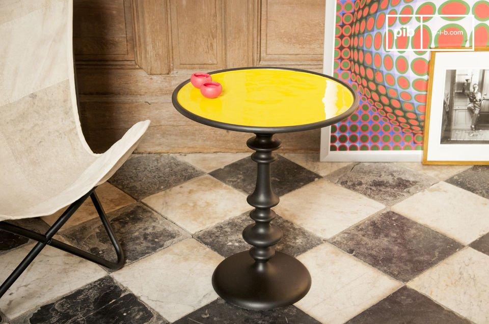 Il tavolino Alice è uno stupendo pezzo di arredamento che donerà ai tuoi interni un tocco