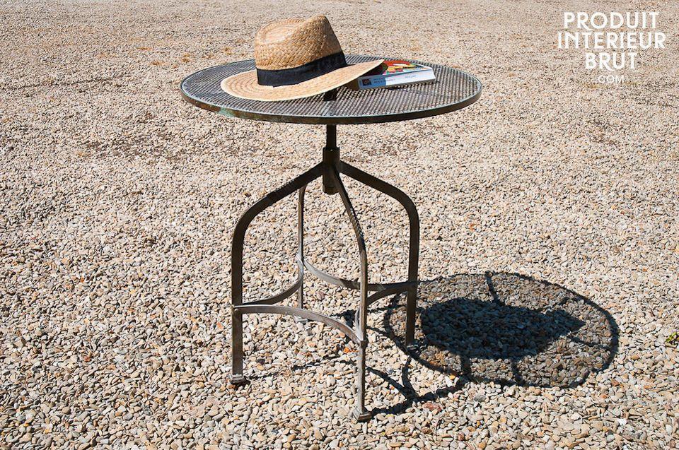 Perfetto per esterni o interni, questa tavolino rotondo emana fascino Industrial da tutti i pori