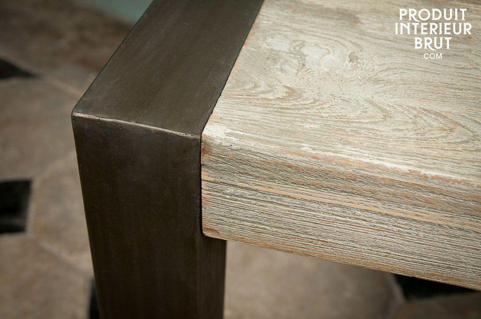 La sua superficie doppia e robusta unita alla struttura in metallo fanno di questo pezzo