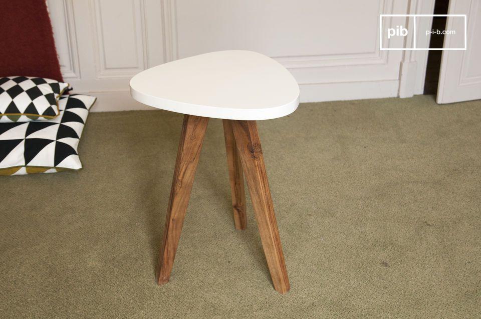 Questo tavolino occasionale sarà perfetto con qualunque stile di arredamento e potrai usarlo sia