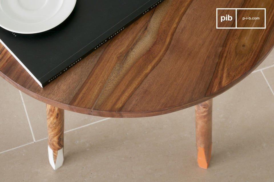 Il tavolino Pencil è un elegante complemento d\'arredo che porterà un deciso carattere in stile