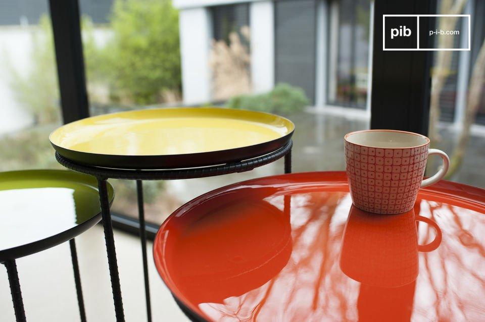 Tavolo tripartito realizzato in metallo e con bellissimi colori