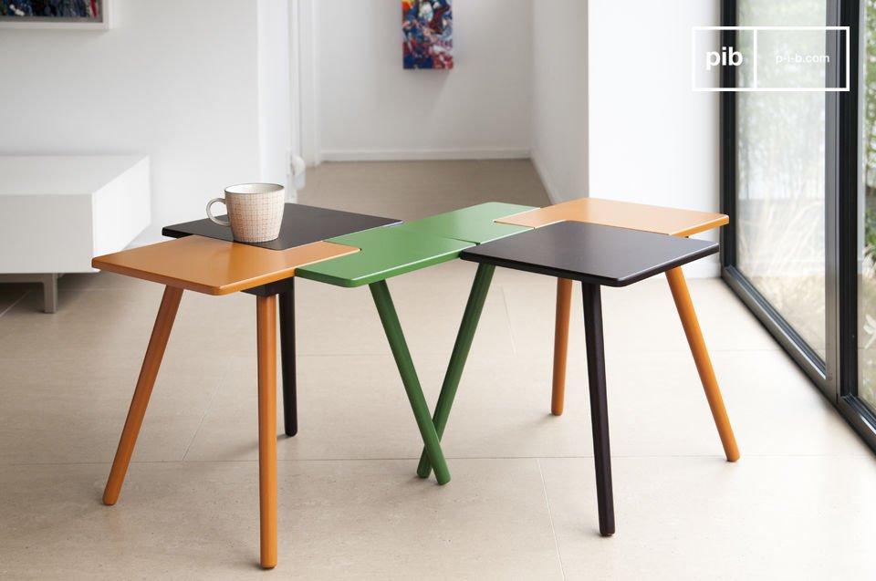 Anche se può sembrare che sia composto da tre elementi diversi, il tavolo ha un singolo ripiano