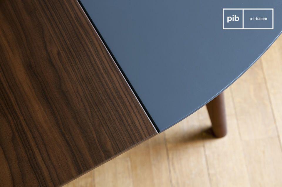 Realizzato con delle finiture impeccabili, il tavolo Cristina è estremamente solido e stabile