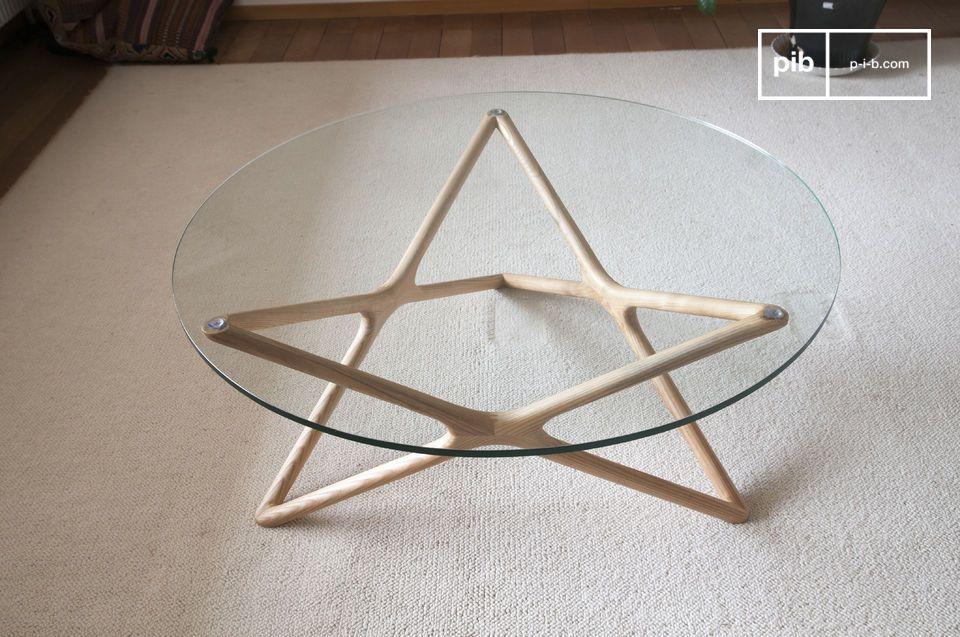 Le linee particolarmente discrete e raffinate del tavolo in vetro Estrella conferiscono