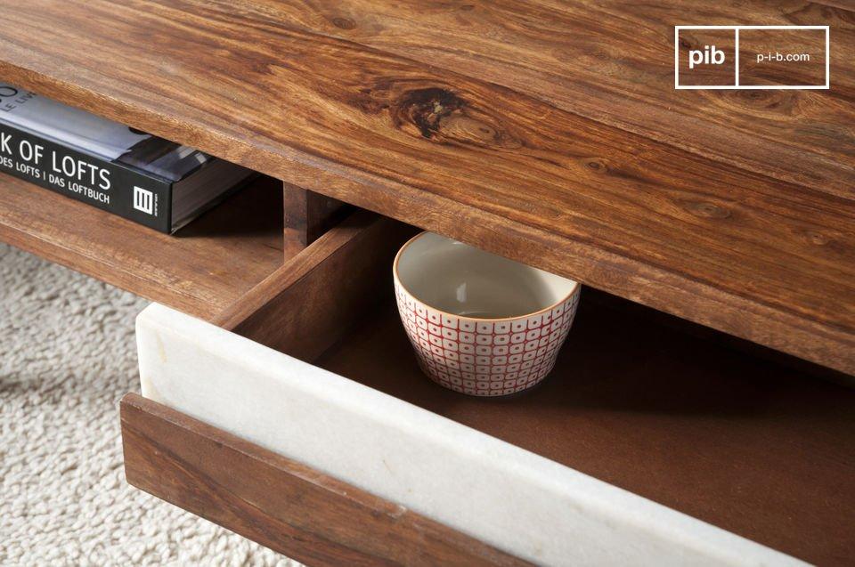 Interamente realizzato in legno shisham massiccio