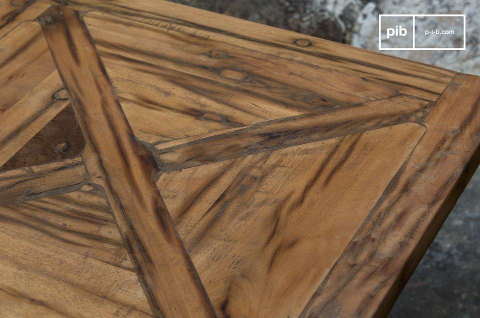 Di compatto legno riciclato; disponibile in due dimensioni