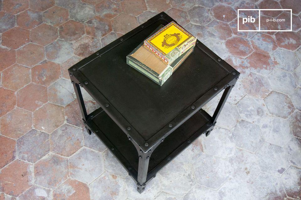 Tavolo cubico in metallo, finish smaltato nero