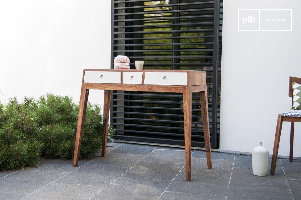 Il tavolo consolle Naröd è un originale mobile di qualità