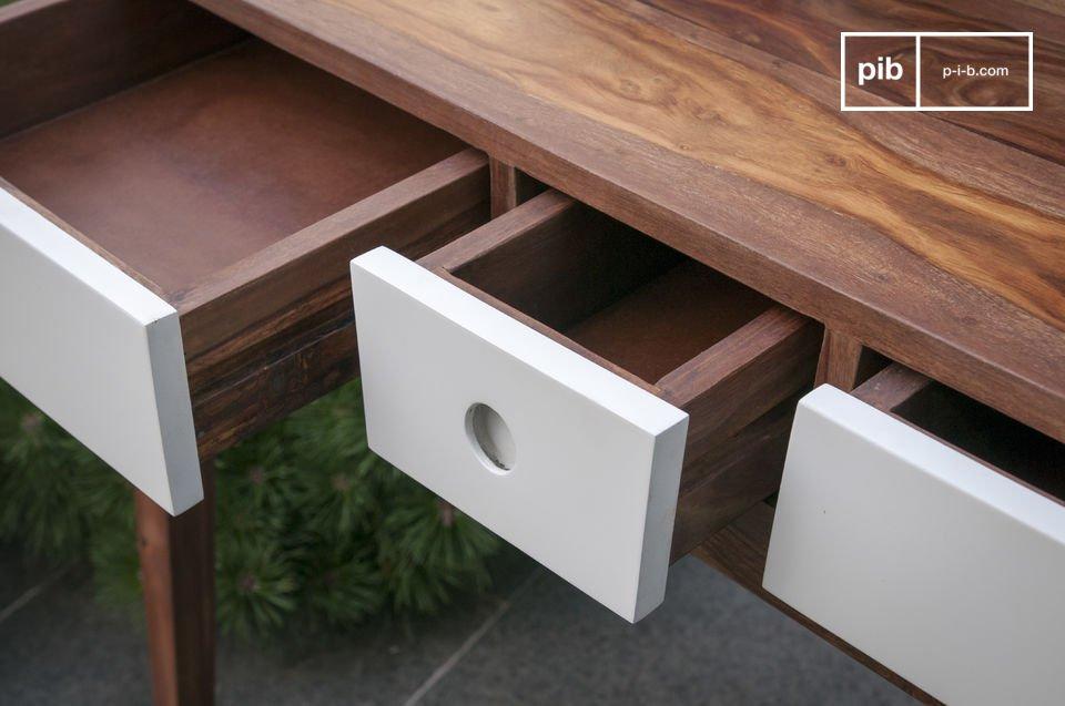 Queste consolle moderne sono state interamente realizzate in compatto legno di palissandro