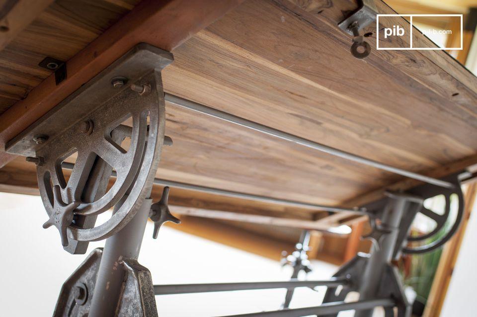 Questo legno massello proveniente da vecchie costruzioni in legno o da vecchie imbarcazioni
