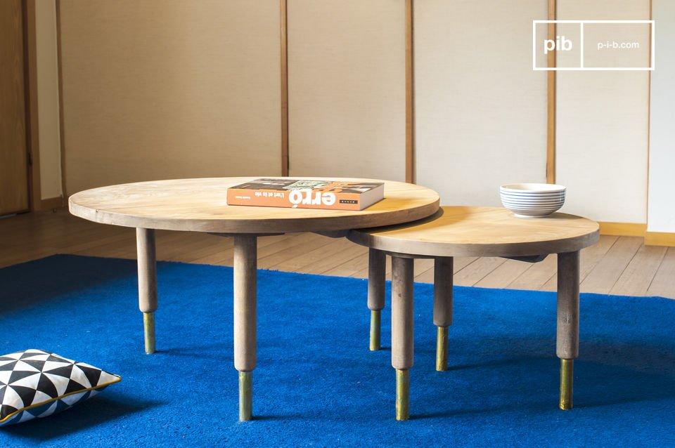 Il tavolo da caffè Messinki presenta diversi dettagli dorati che gli conferiscono originalità
