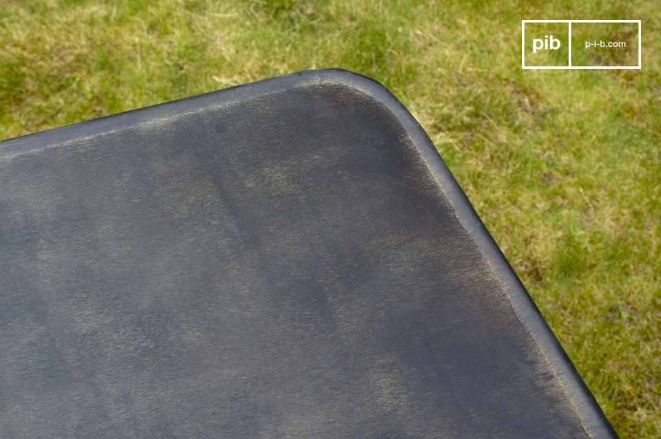 Tavolo pieghevole interamente in metallo, leggermente invecchiato
