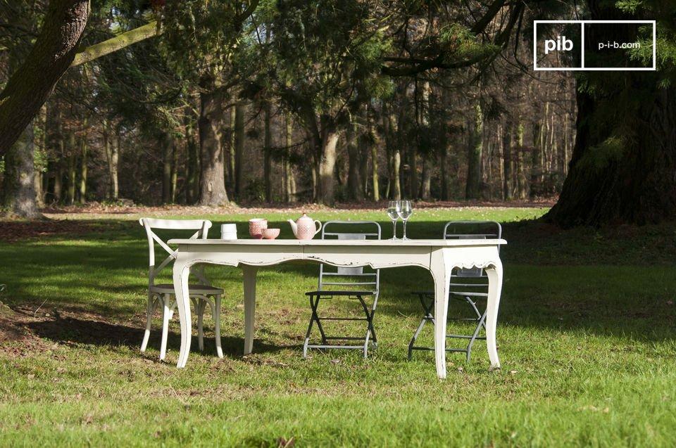 Un tavolo romantico che potrà essere allungato per eventi importanti