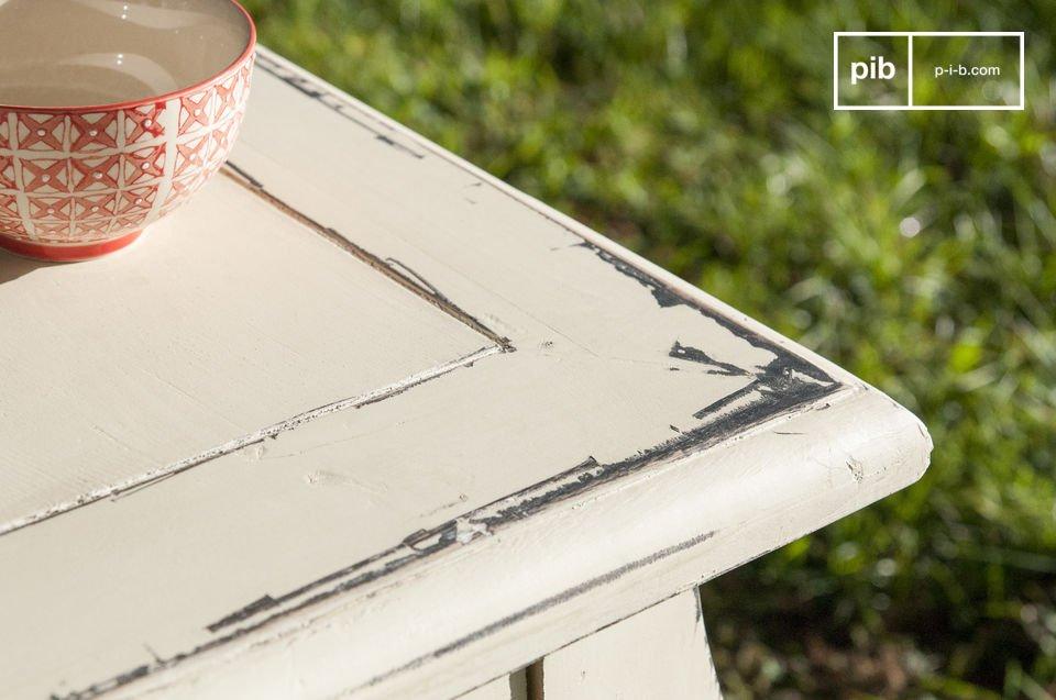 Il tavolo da pranzo Amadeo è un grosso pezzo di arredamento per i tuoi pranzi e le tue cene che ti