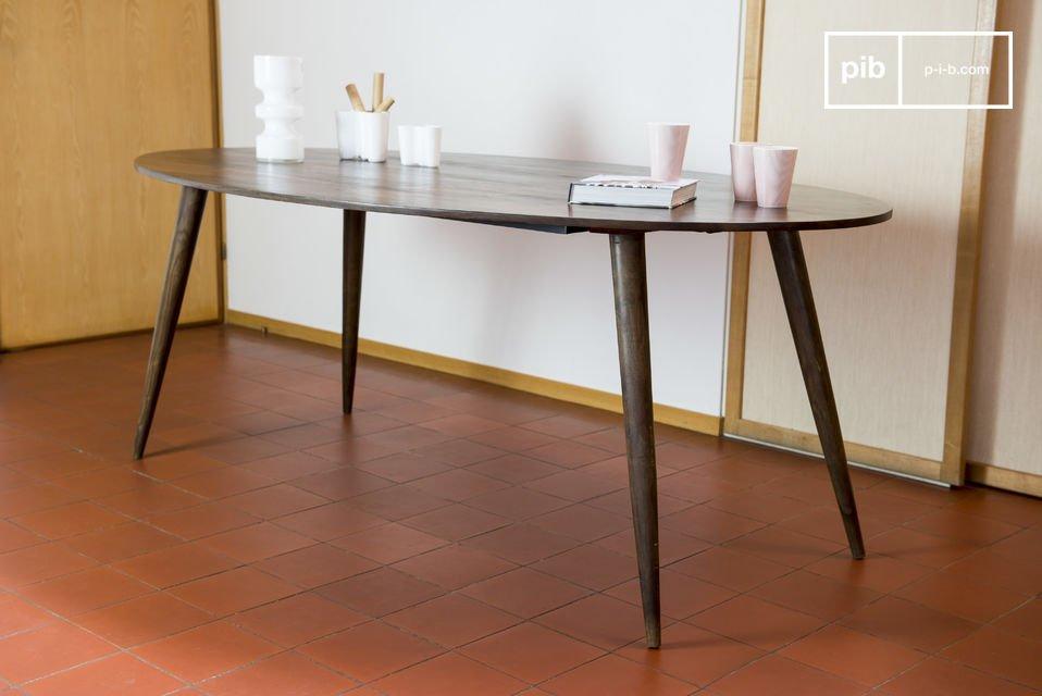 Il tavolo Bikhatz sarà perfetto al centro di una sala da pranzo ma potrà anche essere utilizzato