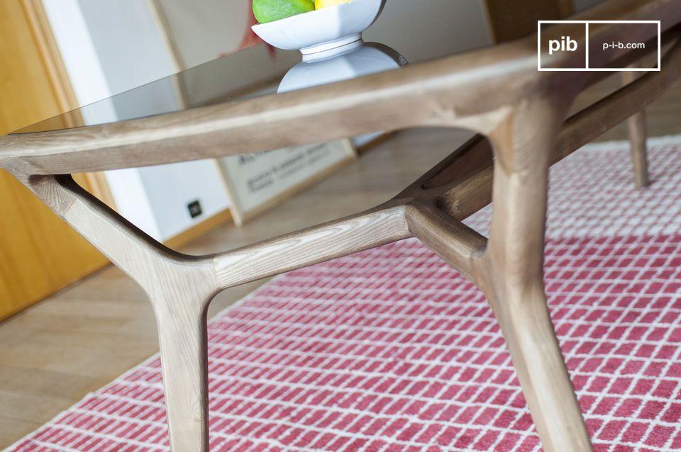 Grazie alla disposizione dei traversi, gli ospiti possono sedersi comodamente alla fine del tavolo