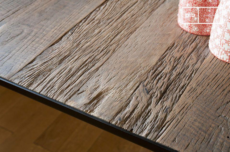 Elegante e robusto, il tavolo da pranzo Sherman è sopravvissuto decenni senza un intoppo