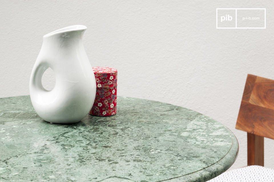 Il piano in se è realizzato con bellissimo marmo venato di diverse gradazioni di verde che si