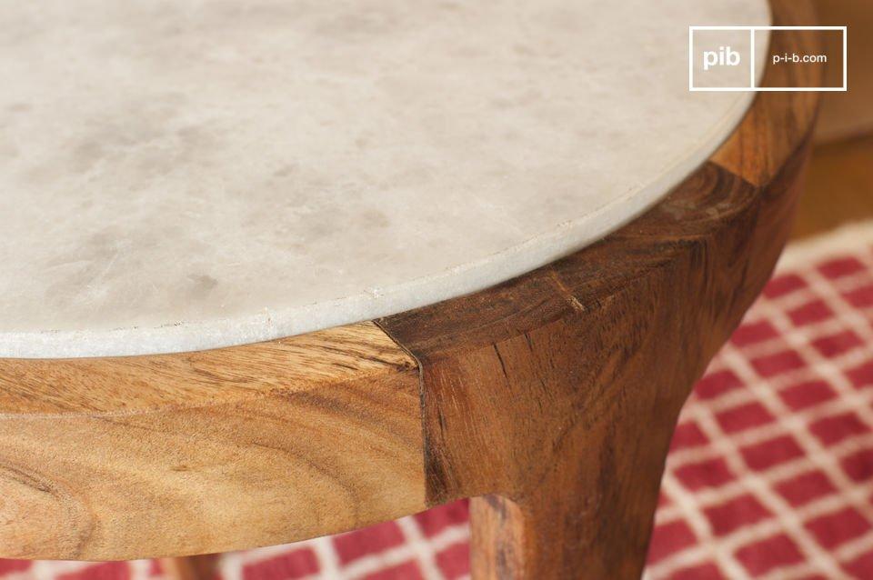 Il tavolo d\'appoggio Marmori affascina con la sua estetica