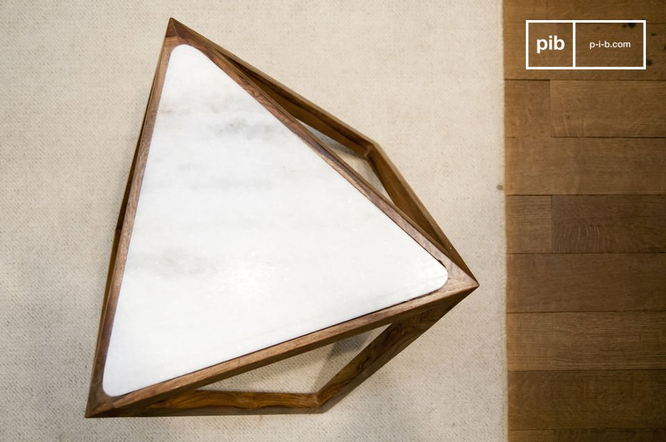 Amerete il tavolo triangolare Marmori con il suo design Scandinavo retro e linee grafiche