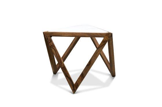 Tavolo d'appoggio triangolare Marmori Foto ritagliata