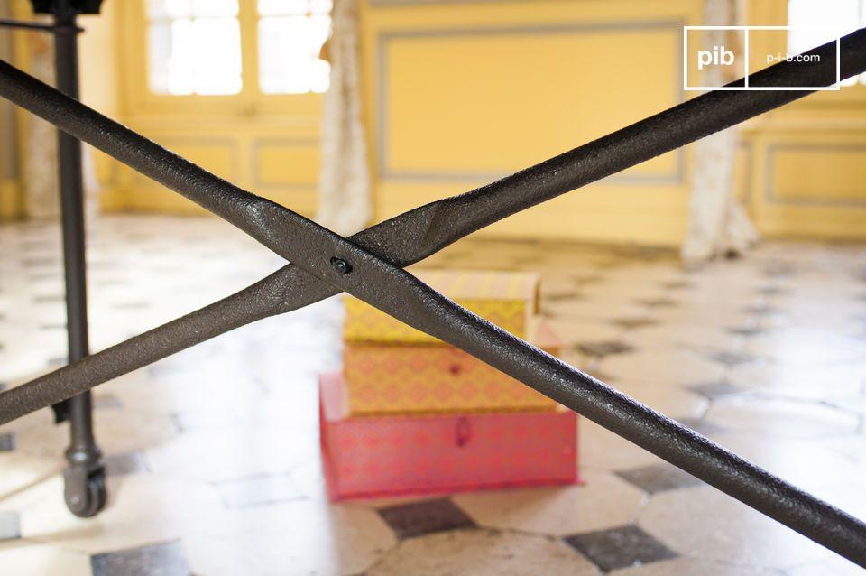 Questo tipico tavolo da pranzo design è disponibile anche nel modello da 183cm: Reclaimed elm