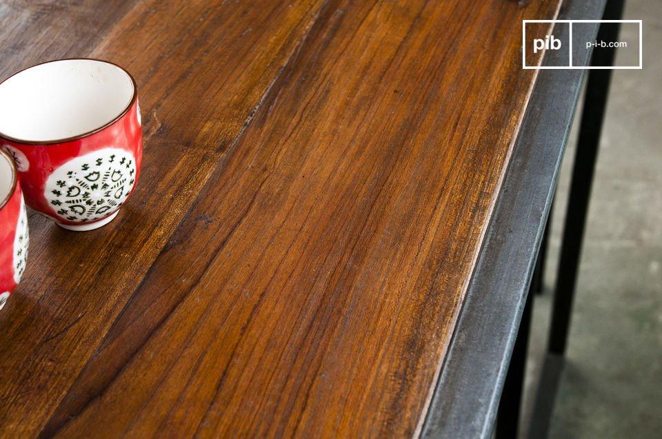 Il set Finn include un tavolo e due sedie che si sposano perfettamente e creano un effetto armonico