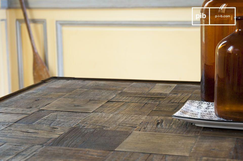 Le decine di quadrati di legno rendono ogni tavolo unico
