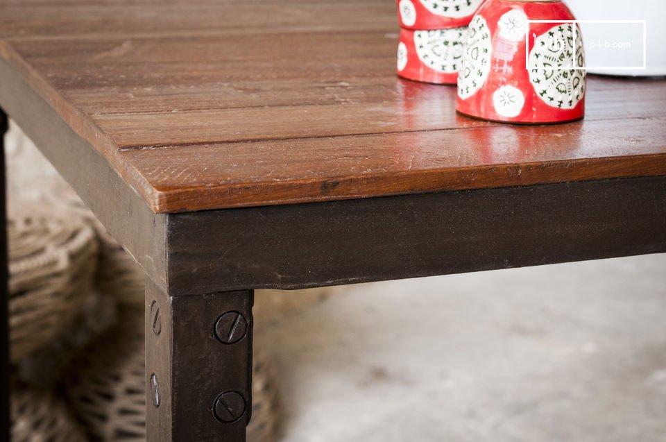 Il tavolo Masaï è un mobile la cui struttura