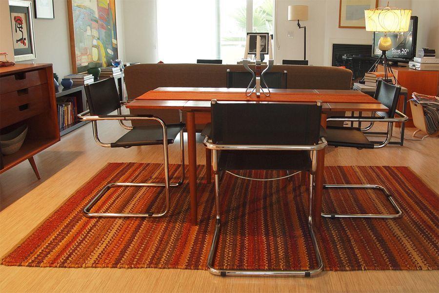tavolo moderno con sedie curve