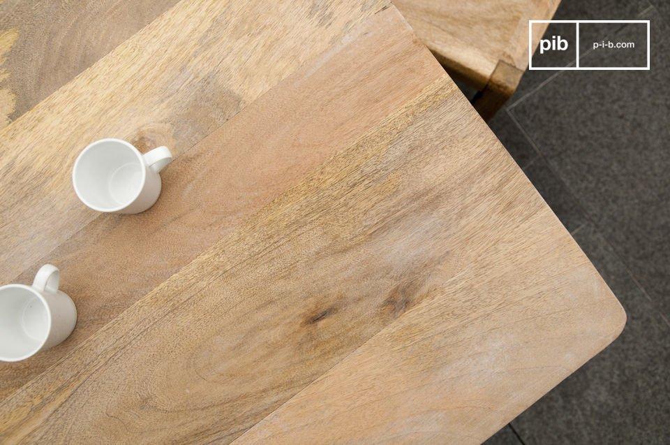 Interamente realizzato in legno compatto