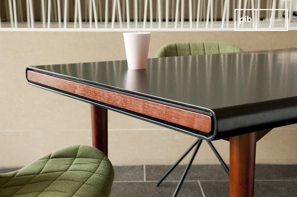 L'eleganza di un bellissimo tavolo in stile Scandinavo