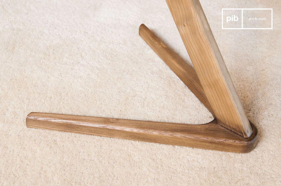 Un comodino o un comodino in legno grafico