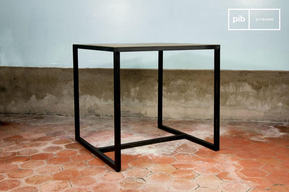 Design semplice, olmo su una cornice di legno