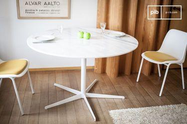 Tavolo di legno elise in legno dallo spirito nordico pib for Tavolo rotondo nordico