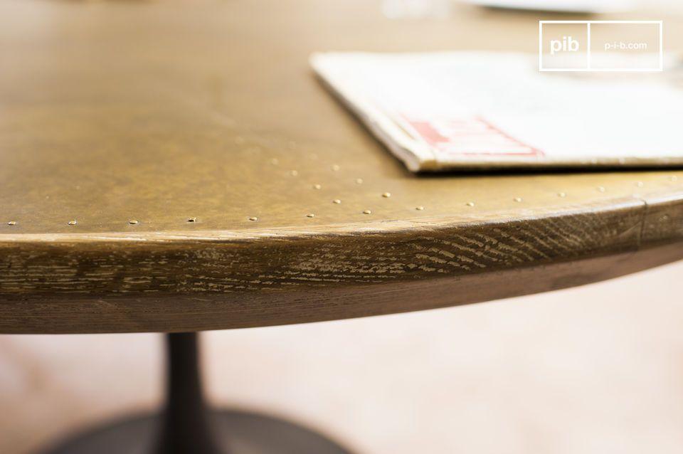 Il tavolo rotondo Liverpool combina le linee eleganti del design della metà del XX secolo con dei