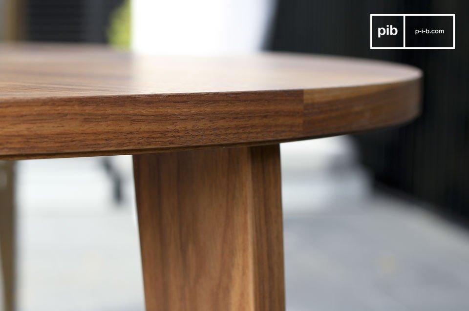 Questo tavolo rotondo in noce
