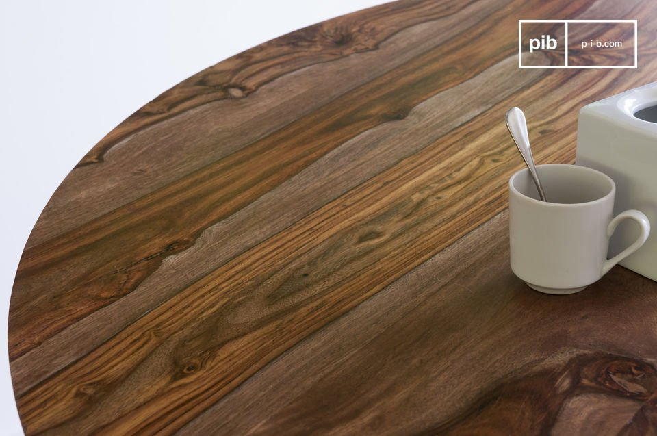 Questo pezzo porta in casa tua la gioia conviviale di un tavolo shabby rotondo in una maniera