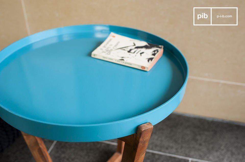 Sia usato come tavolino vicino ad un divano