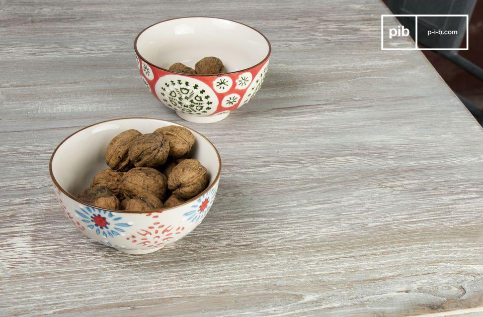 Un bellissimo set di 4 tazzine in ceramica dipinte a mano che aggiungeranno un piacevole tocco di