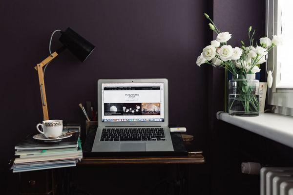 Un angolo scrivania black