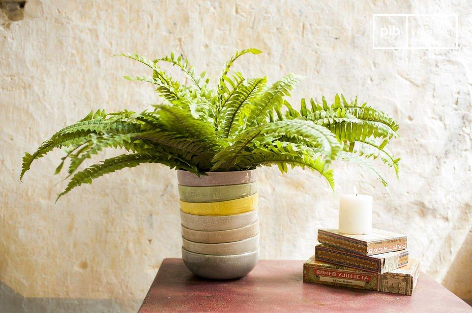 Il vaso Amalia è un piacevole oggetto decorativo caratterizzato da una divertente illusione ottica
