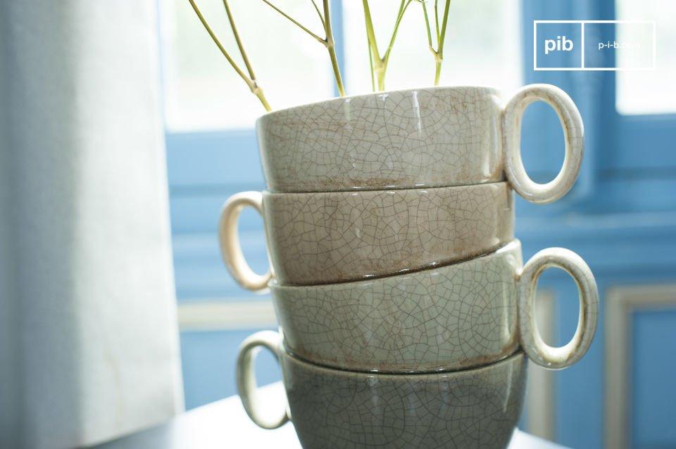 Il vaso Amalia è un bellissimo oggetto decorativo e ovunque lo posizionate darà un tocco romantico