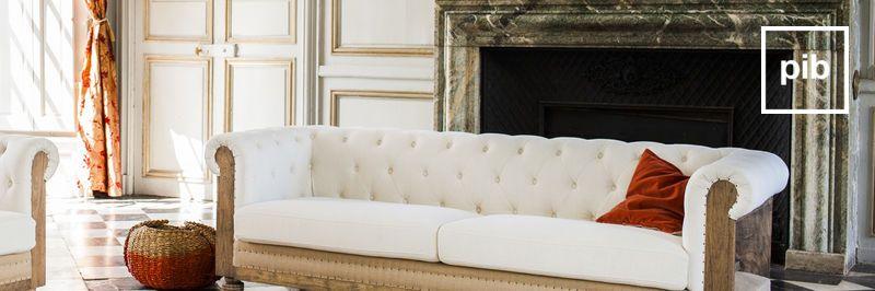 Vecchia collezione di divani classici shabby